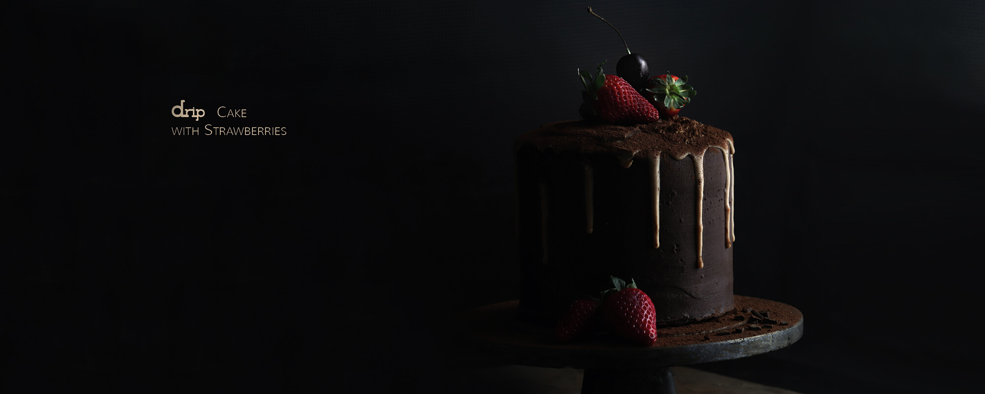 CAKE-DESIGN-DRIP-CAKE-WITH-STRAWBERRIES